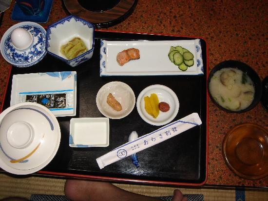 Nishinoomote, Japón: 朝食です。真ん中の皿はたらこと思いきやウインナでした。