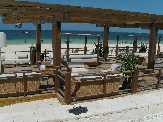 Excellence Playa Mujeres: beach bar