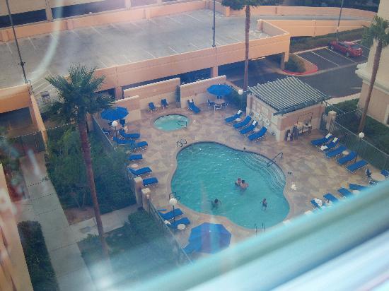 Residence Inn Las Vegas Hughes Center : The pool