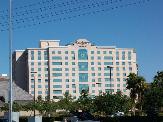 Residence Inn Las Vegas Hughes Center: View of Hotel from across the street