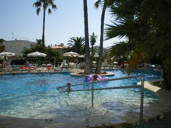 Eden Alcudia: the pools