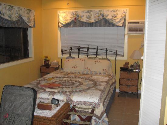 Maui Homestay B&B: bedroom area