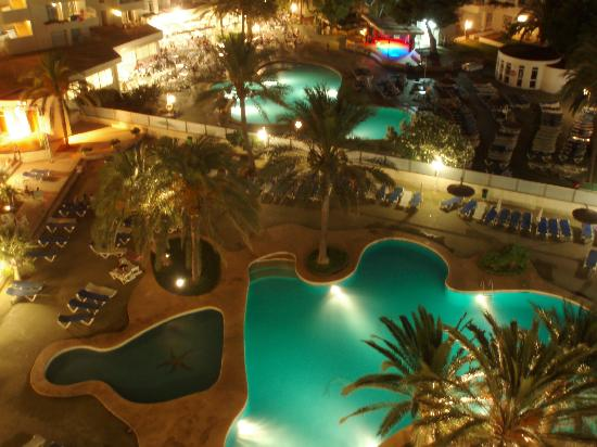 Playa Dorada Aparthotel : Pool at night
