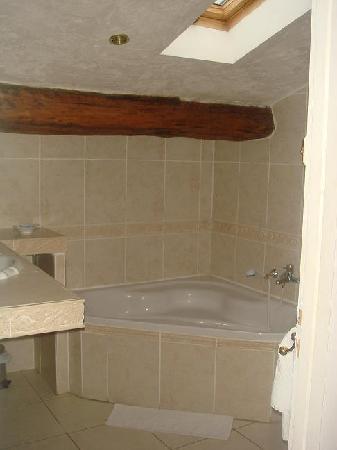 Le Longo Mai: Salle de bain suite