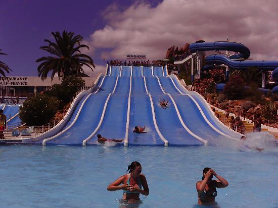 Muthu Clube Praia da Oura: One of the many slides at Slide & Splash waterpark