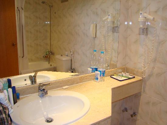 Sonesta Pharaoh Beach Resort Hurghada : baño
