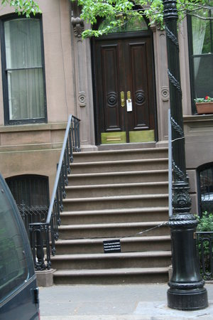 On Location Tours: Carrie's Stoop