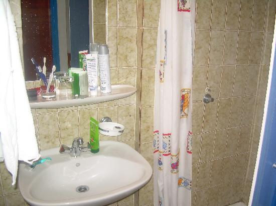 """Marina Hotel: sehr enges """"Badezimmer"""""""