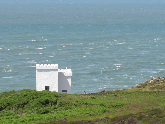 Holyhead, UK: Ekins Tower at South Stack Lighthouse-perfect for Puffin viewing