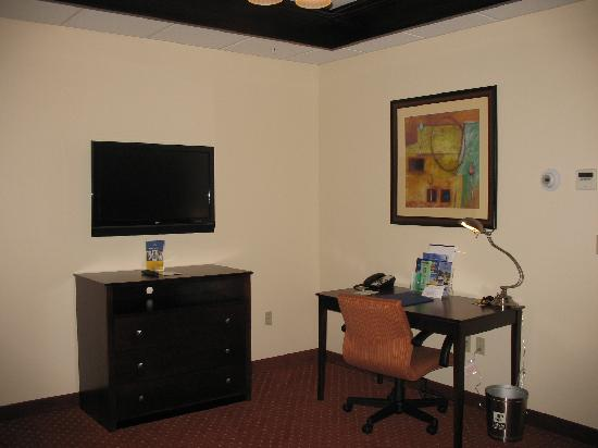 Best Western Plus Plattsburgh: TV & Desk