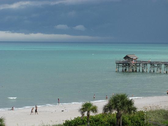 Discovery Beach Resort: Balcony View of the Pier
