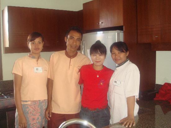 Balivillas.com Estate: Home feel staff (in the kitchen)