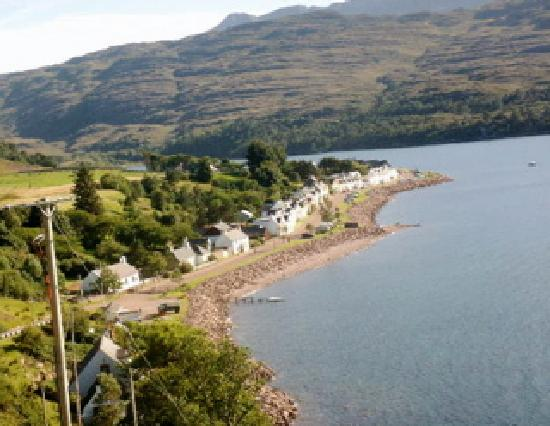 Tigh an Eilean: Shieldaig - the hotel is on the right