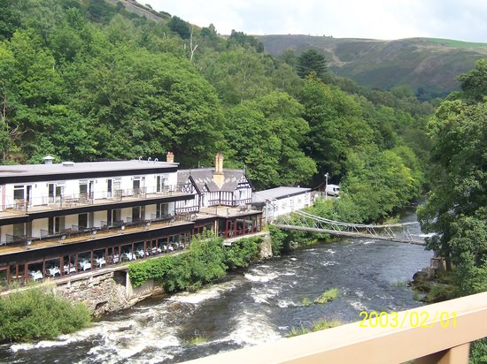 Llangollen, UK: chainbridge hotel on railway
