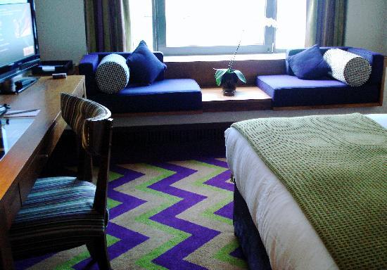 Fitzwilliam Hotel Dublin: Nice room, nice colors!
