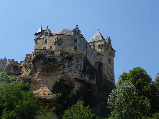 Dordonia, Francja: View of the castle of Simon de Montfort from the river Dordogne