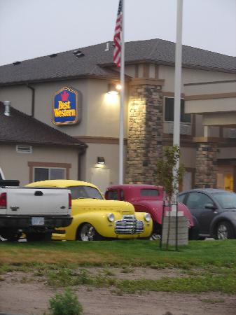 BEST WESTERN El-Quartelejo Inn & Suites: A few of the great classic cars in town for this years Rod Run