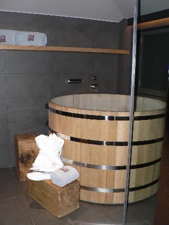 Grau Roig Andorra Boutique Hotel & Spa : un tonel de bañera original verdad!!