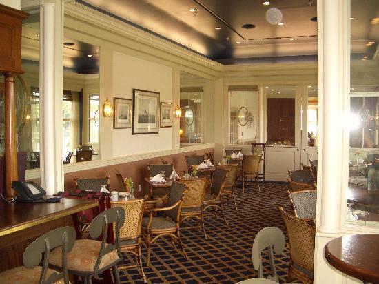Stage Neck Inn: The bar area at the Inn