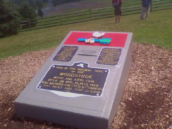 "Ecce Bed and Breakfast: Stop to see Bethel Woods ""Woodstock Museum"""