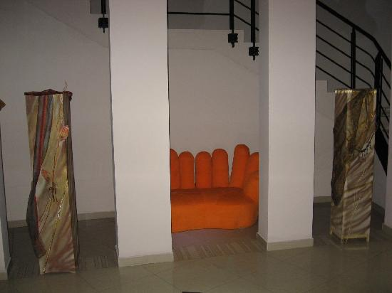 Design Hotel Mr. President: Quirky sofa waits for the weary stair master