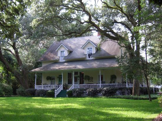 Magnolia Springs Bed & Breakfast: Front of Magnolia Springs