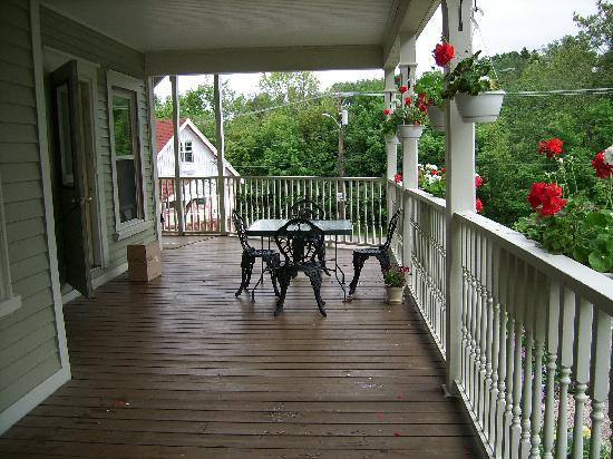 Lunenburg Inn: The Inn's deck area