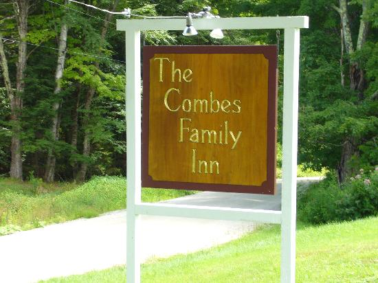 Combes Family Inn: Front yard