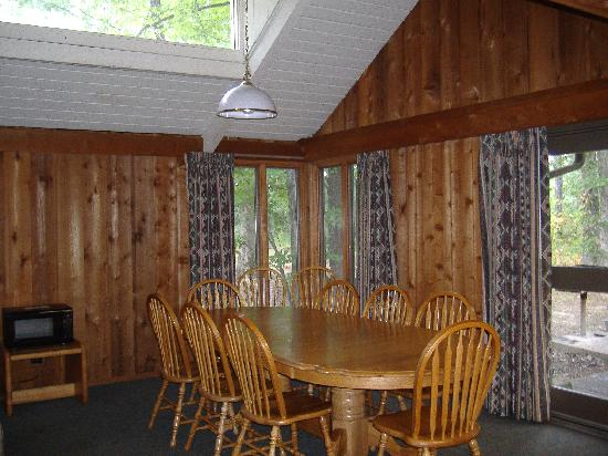 Cumberland Mountain State Park Cabins Campground: dining room