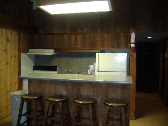Cumberland Mountain State Park Cabins Campground: kitchen