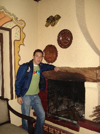 Hacienda- Hosteria Chorlavi: Dentro de la Hosteria con espacios antiguos
