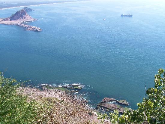 El Faro Lighthouse: The drop off!!