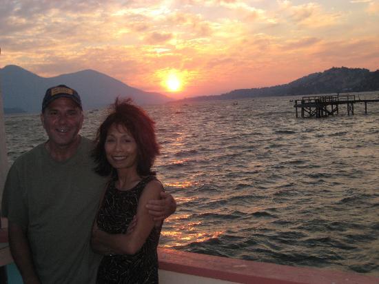 Vista del Lago Lakehouse and Cottages : the proprietors: Bob & Tori