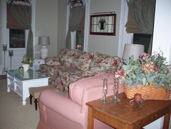 Village View B&B: Living Room