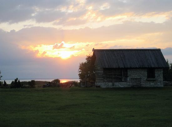 Abruka, เอสโตเนีย: Sunset at beachouse