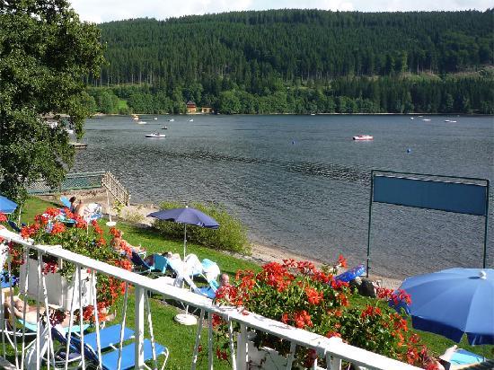 Treschers Schwarzwald Romantik Hotel : Il solarium direttamente sul lago