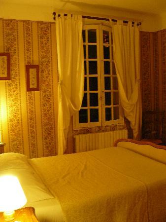 Hotel Le Siecle: habitación 14, cama