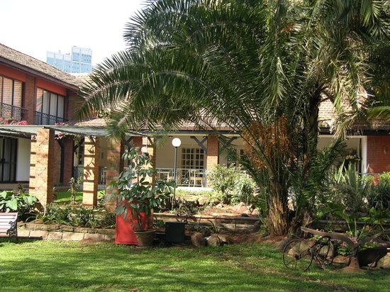 فيرمونت ذا نورفولك: El jardin interior del Hotel, hasta que le pongan marmol y pierda su encanto