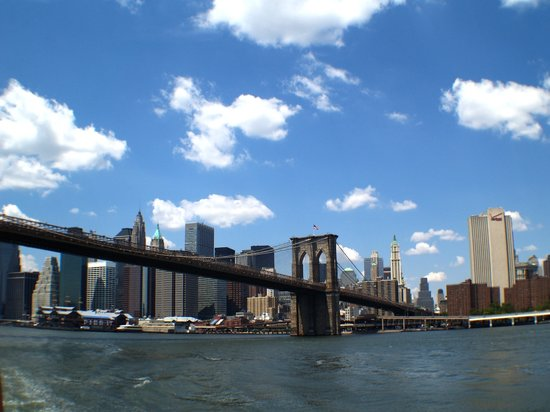 New York City, NY: Brooklin Bridge and skyline