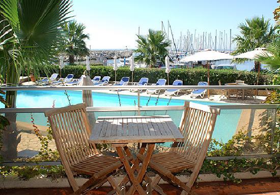 Hotel Azur: Vue depuis notre terrasse