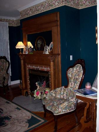 Inn at Poplar Corner: Parlour