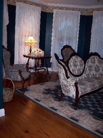 Inn at Poplar Corner: More Parlour