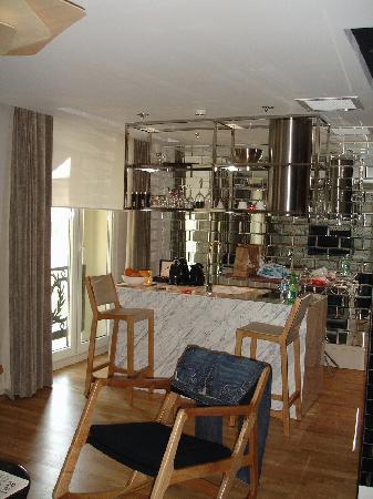 Witt İstanbul Hotel: kitchen area