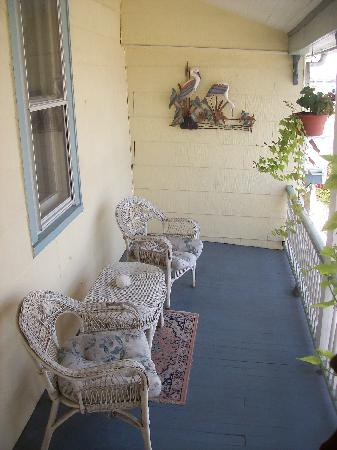 Miss Molly's Inn Bed & Breakfast: Miss Molly Rooms - private porch overlooking fishing pier