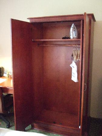Elegant Hampton Inn And Suites Valley Forge/Oaks: Wardrobe For Clothes Storage