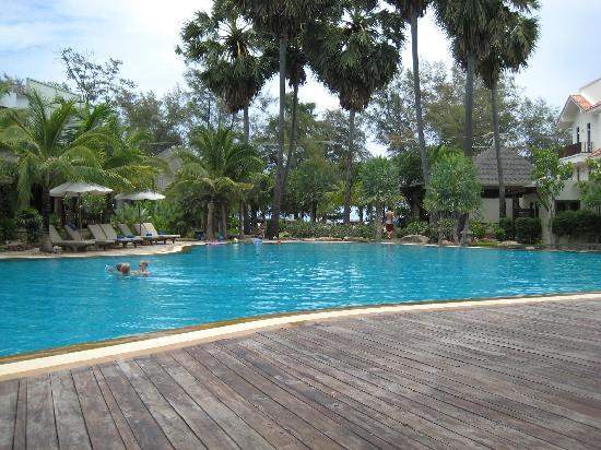 Bann Pantai Resort: vue piscine
