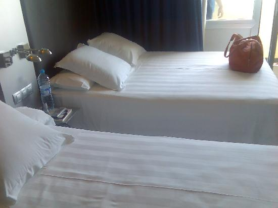 URH Hotel Excelsior : 2 camas (1 doble, 1 individual)