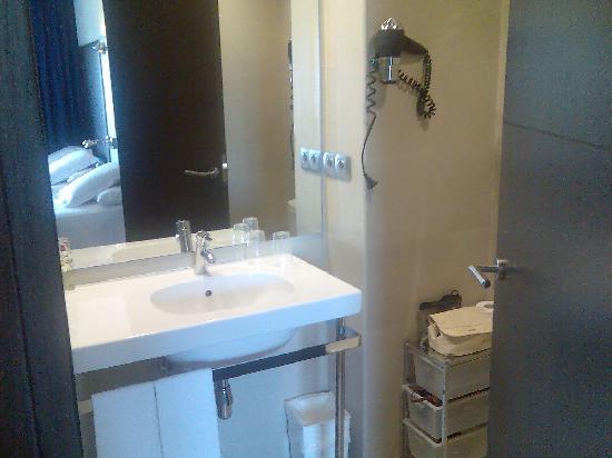 URH Hotel Excelsior : Lavabo del baño