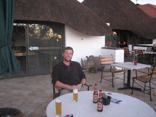 Tamboti Guest House: Quiet drink as the sun goes down