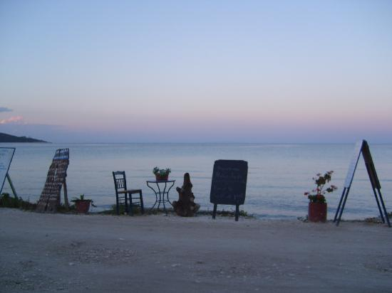 Skála Potamiás, Grèce : view of beach from skala potamias restaurant